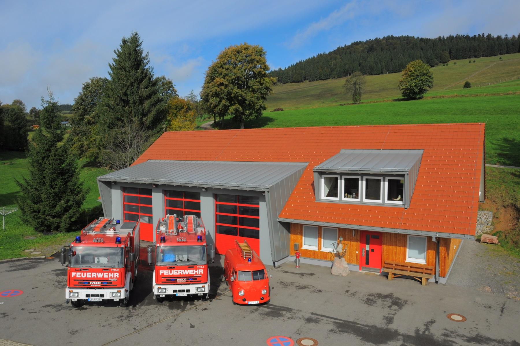 Die Fahrzeuge und das Feuerwehrhaus